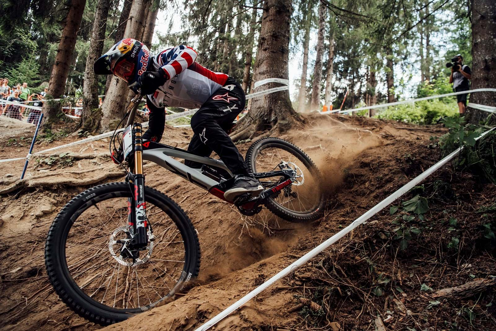 Red Bull Mountain Bike >> Sunset Vine Partners With Red Bull Media House For Mercedes Benz Uci